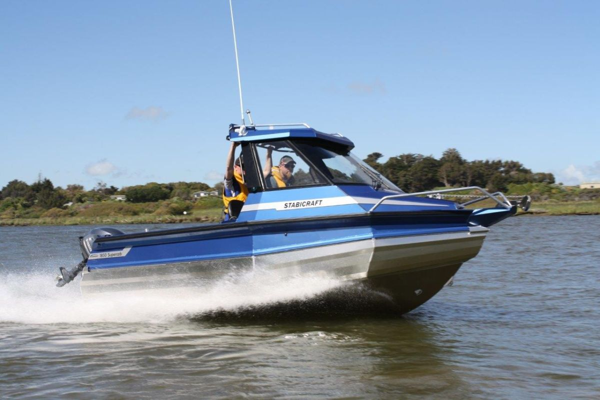 1850 Supercab on water (2)